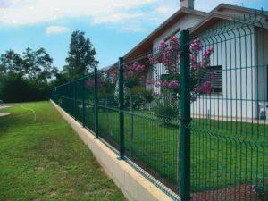 Recinzioni e muri di contenimento occorre permesso di for Il costo di costruire la propria casa