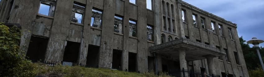Opere incompiute: edificio diroccato e abbandonato