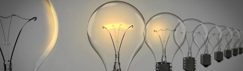 17 ipotesi edilizia: lampadine sospese in aria in fila accese