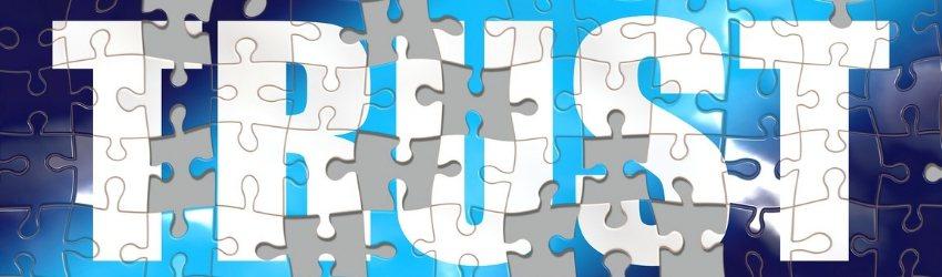 """Gestire relazione Open&Go Build: tasselle di puzzle che formano la scritta """"trust"""" con alcuni pezzi mancanti"""
