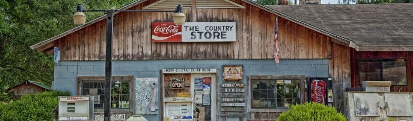 marketing realtà locali: vecchio negozio nella campagna americana